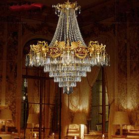 Có nên chọn đèn chùm đồng pha lê tân cổ điển?