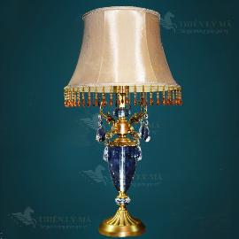 Đèn bàn đồng cung tỏa tâm ngọc